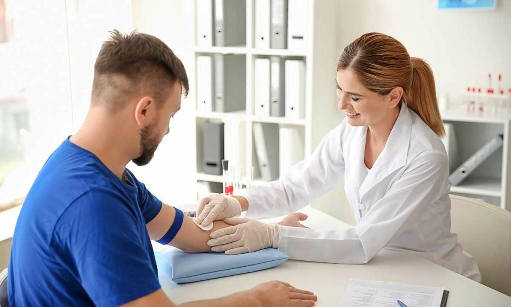 LEVERSJEKK: Blodprøven ALAT kan si noe om hvordan det står til med leveren din. Foto: Pixel-Shot / Shutterstock / NTB