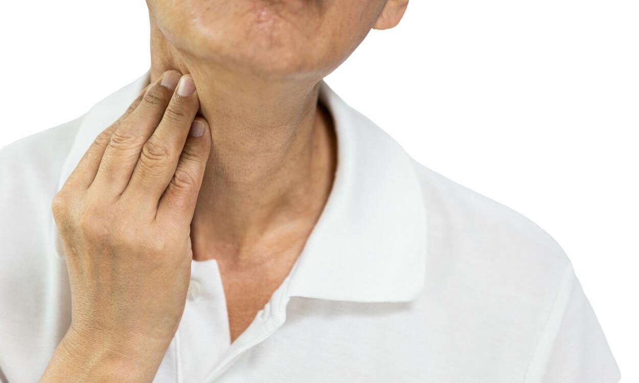 HOVEN LYMFEKNUTE? Hovne lymfeknuter på halsen er ofte knyttet til en lokal infeksjon. Foto: CGN089 / Shutterstock / NTB
